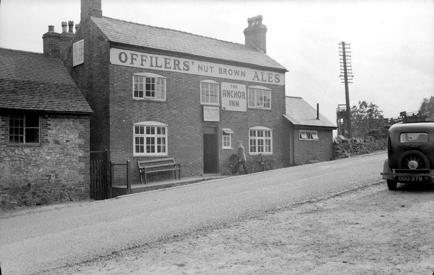The Anchor Inn, Hartshill.  1950 |  IMAGE LOCATION: (Warwickshire County Record Office)