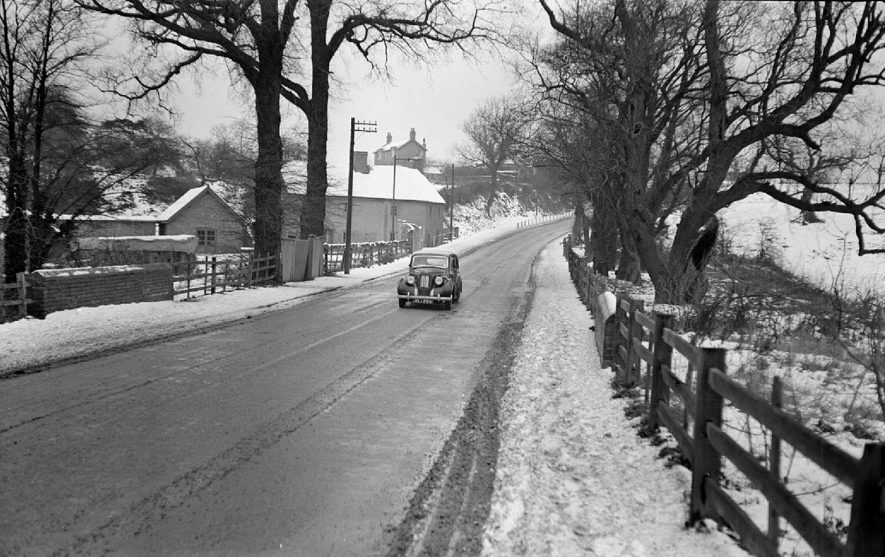 Road at Griff Hollows in snow, Nuneaton.  1950 |  IMAGE LOCATION: (Warwickshire County Record Office)