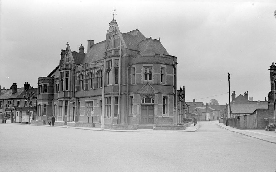Nuneaton Police Station and Magistrates Court in the Coton Road.  1951 |  IMAGE LOCATION: (Warwickshire County Record Office)