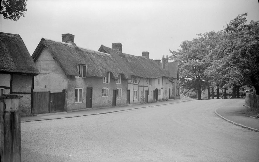 Thatched cottages in Monks Kirby.  1951 |  IMAGE LOCATION: (Warwickshire County Record Office)