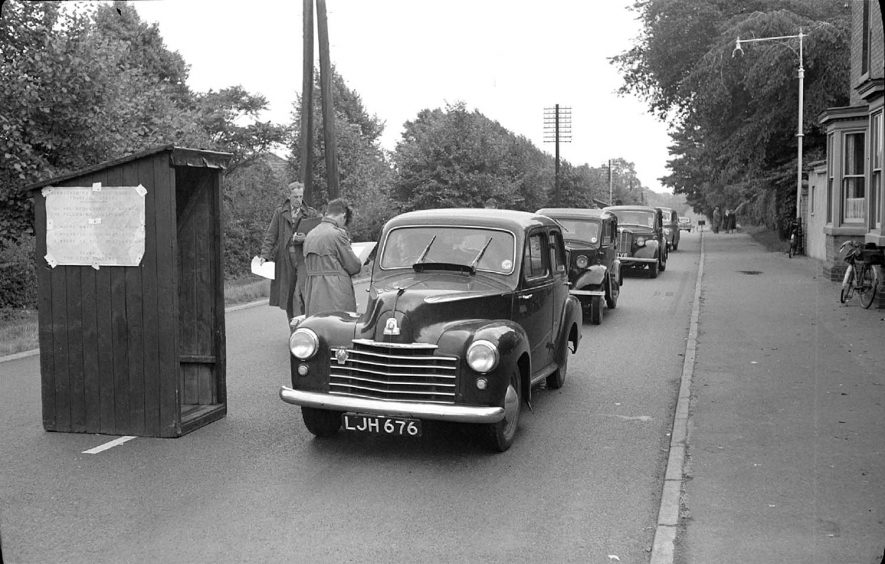 Road Census on the A5 at Atherstone, in connection with scheme for a new by-pass of the town.   The queue of cars are travelling north at the check point.  1951 |  IMAGE LOCATION: (Warwickshire County Record Office)