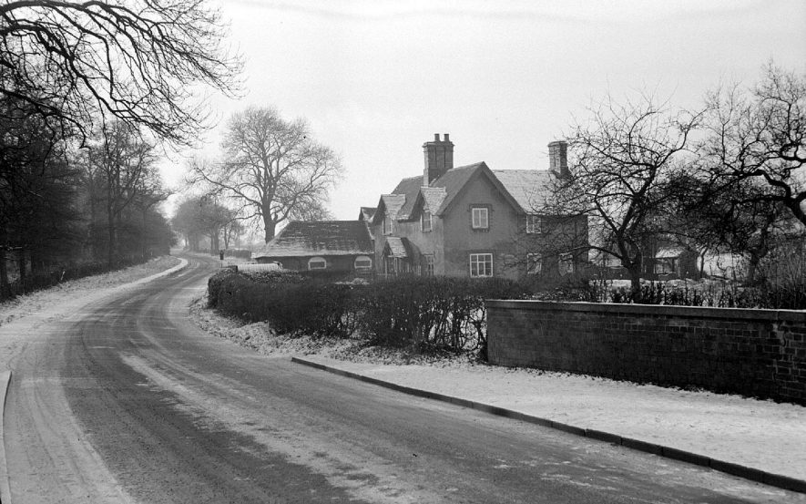 Snow on the lane to Astley, Nuneaton.  The house stands by Seawood Pool.  1951 |  IMAGE LOCATION: (Warwickshire County Record Office)