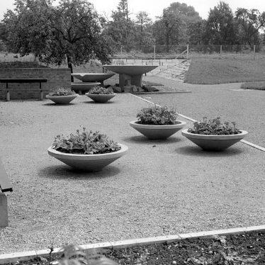 Nuneaton.  George Eliot gardens