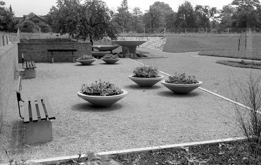 George Eliot Gardens, Nuneaton.  1952 |  IMAGE LOCATION: (Warwickshire County Record Office)