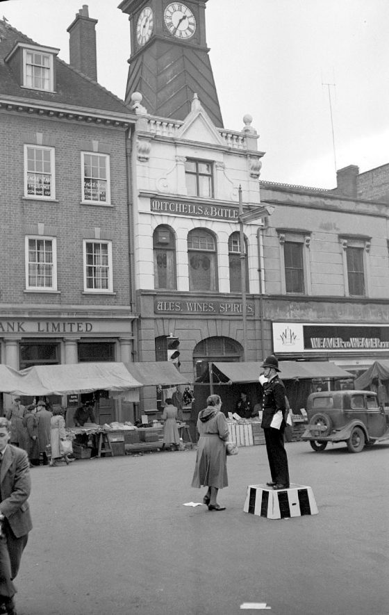 Nuneaton Market Place.  Policeman on duty as pointsman.  1952 |  IMAGE LOCATION: (Warwickshire County Record Office)