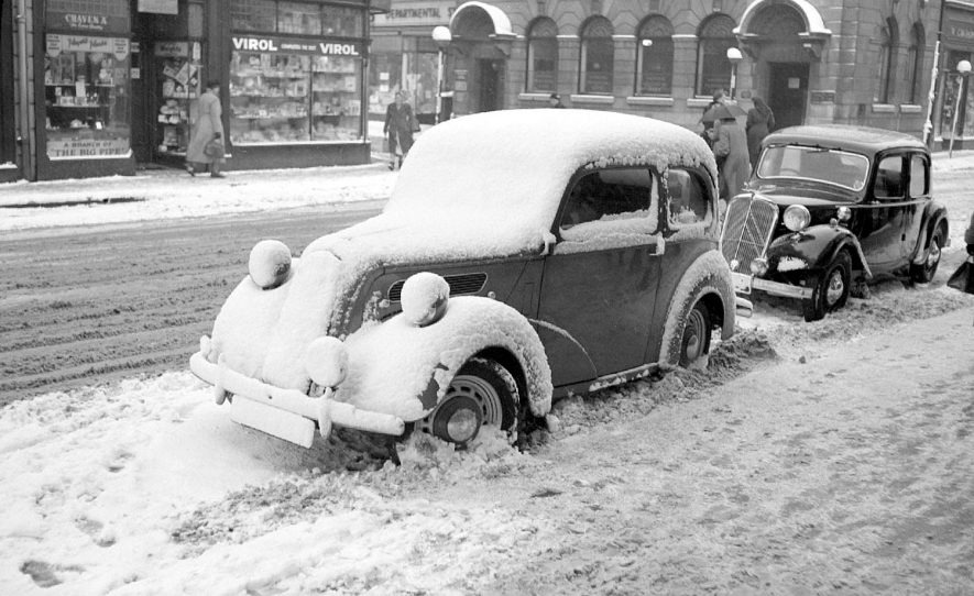 Snow covered car in Nuneaton Market Place.  1952 |  IMAGE LOCATION: (Warwickshire County Record Office)
