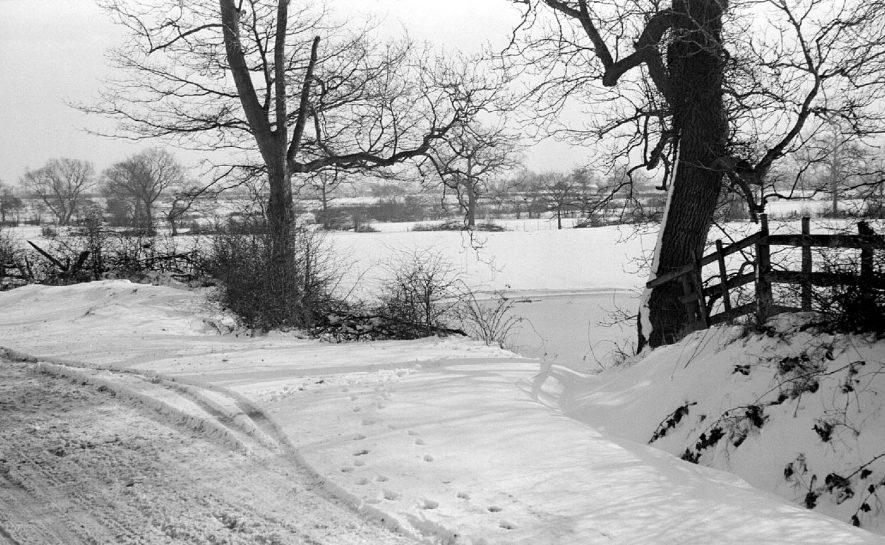Snow on Gipsy Lane, Nuneaton.  1955 |  IMAGE LOCATION: (Warwickshire County Record Office)