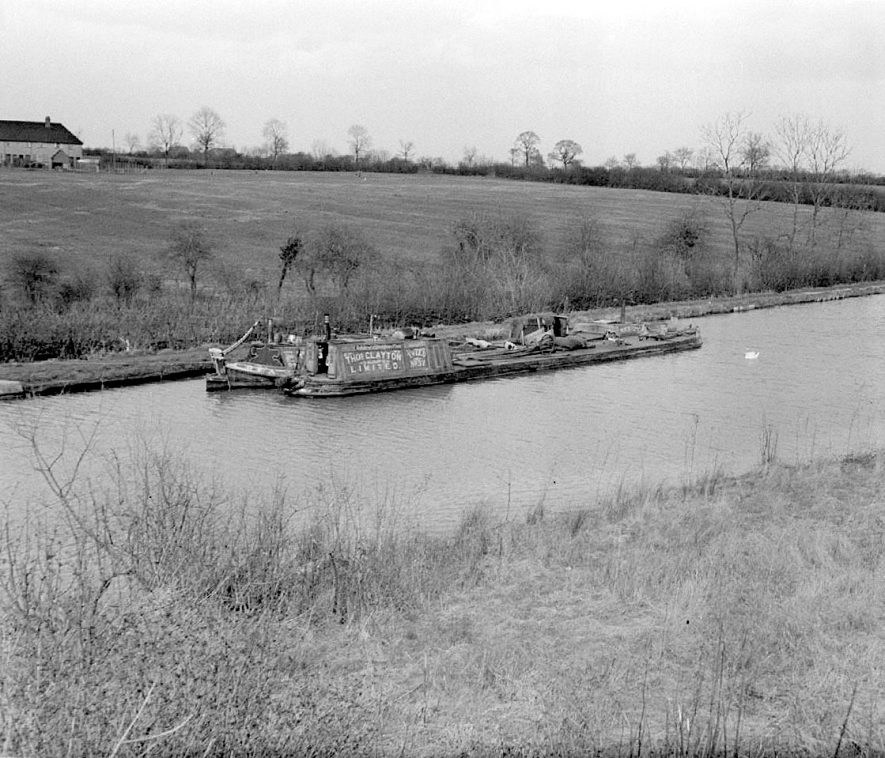 Barges on Grand Union Canal near Long Itchington.  1955 |  IMAGE LOCATION: (Warwickshire County Record Office)