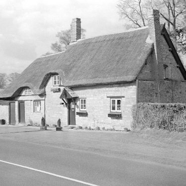 Ladbroke.  A thatched cottage