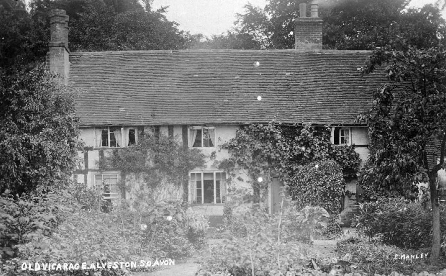 The Old Vicarage, Alveston.  c.1910 |  IMAGE LOCATION: (Warwickshire County Record Office) IMAGE DATE: (c.1910)