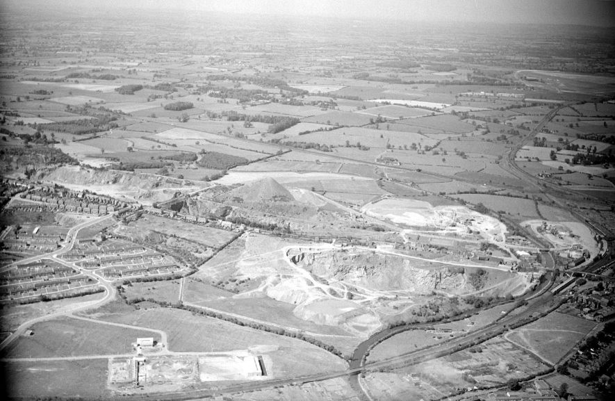 Aerial view over Tuttle Hill, Nuneaton.  Abbey St station at extreme lower right.  1957 |  IMAGE LOCATION: (Warwickshire County Record Office)