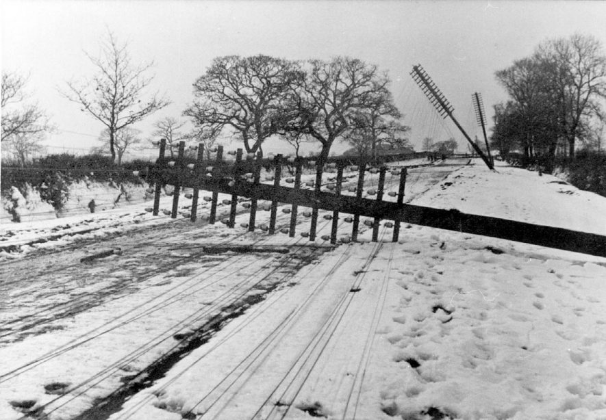 Telegraph poles damaged by blizzard on Watling Street, Nuneaton.  1916 |  IMAGE LOCATION: (Nuneaton Library)