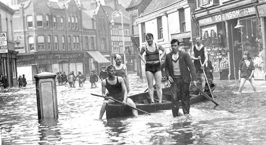 Floods in Church Street/ Bondgate, Nuneaton on May 22nd 1932. |  IMAGE LOCATION: (Nuneaton Library)