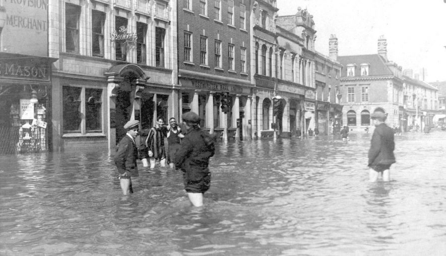 Floods in the Market Place, Nuneaton on May 22nd 1932. |  IMAGE LOCATION: (Nuneaton Library)