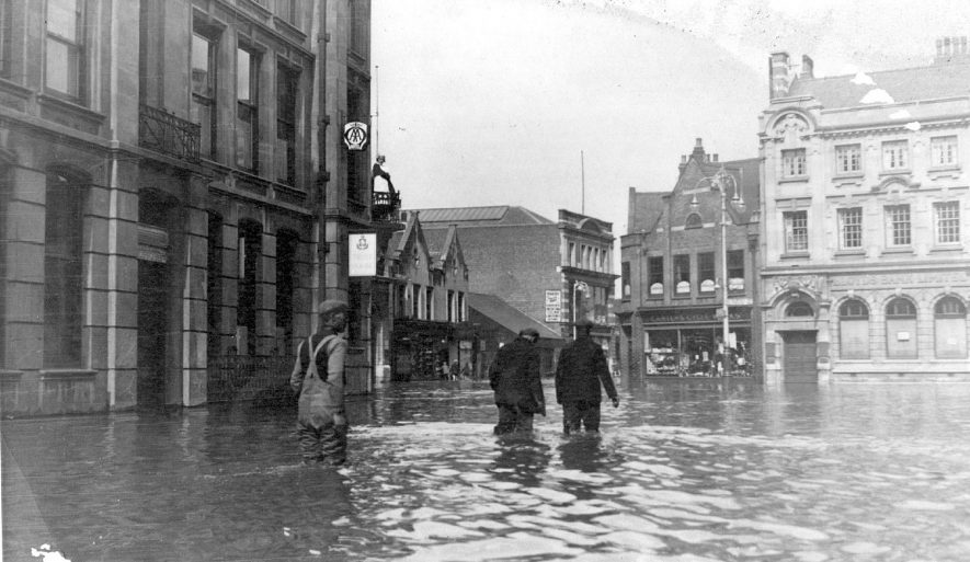 Newdegate Square, Nuneaton during the flood.  May 22nd 1932 |  IMAGE LOCATION: (Nuneaton Library)