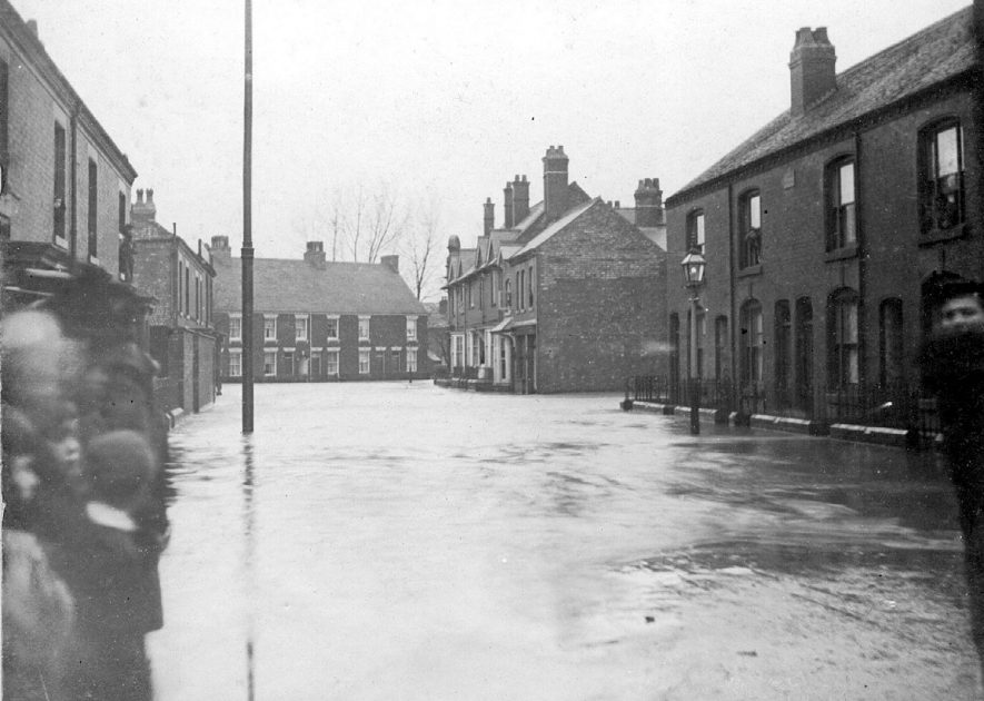 A street scene in Attleborough during the 1900 flood |  IMAGE LOCATION: (Nuneaton Library)