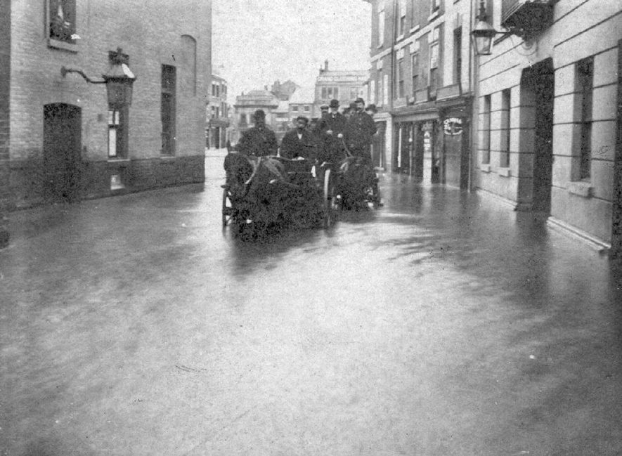 Bridge Street looking towards Market Place, Nuneaton during the 1900 floods. |  IMAGE LOCATION: (Nuneaton Library)