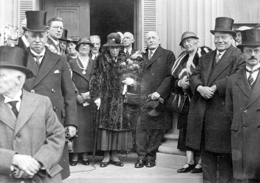 Opening of the new Council House in Coton Road, Nuneaton, on 26th April 1934. |  IMAGE LOCATION: (Nuneaton Library)