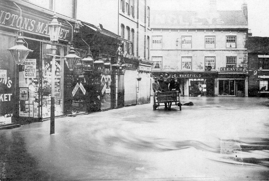 Bridge Street, Nuneaton during 1900 floods. |  IMAGE LOCATION: (Nuneaton Library)