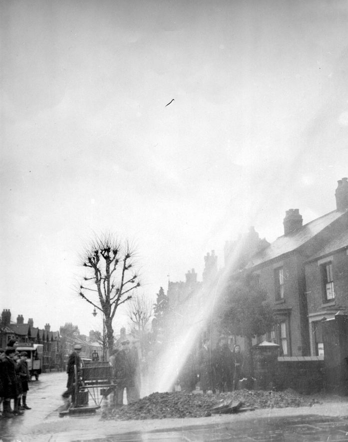 Coton Road, Nuneaton.  Workmen have fractured a water main.  1940s |  IMAGE LOCATION: (Nuneaton Library)