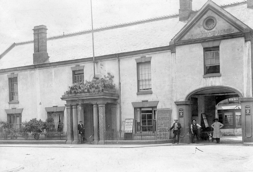 Newdegate Arms Hotel, Nuneaton.  1920s |  IMAGE LOCATION: (Nuneaton Library)