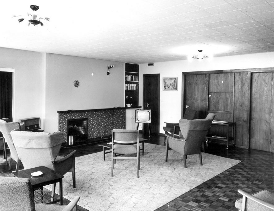 Common room in Hall End old peoples' home, Nuneaton.  1940s |  IMAGE LOCATION: (Nuneaton Library)