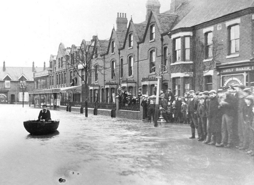Flooding in Attleborough Road, Nuneaton.  1900 |  IMAGE LOCATION: (Nuneaton Library)