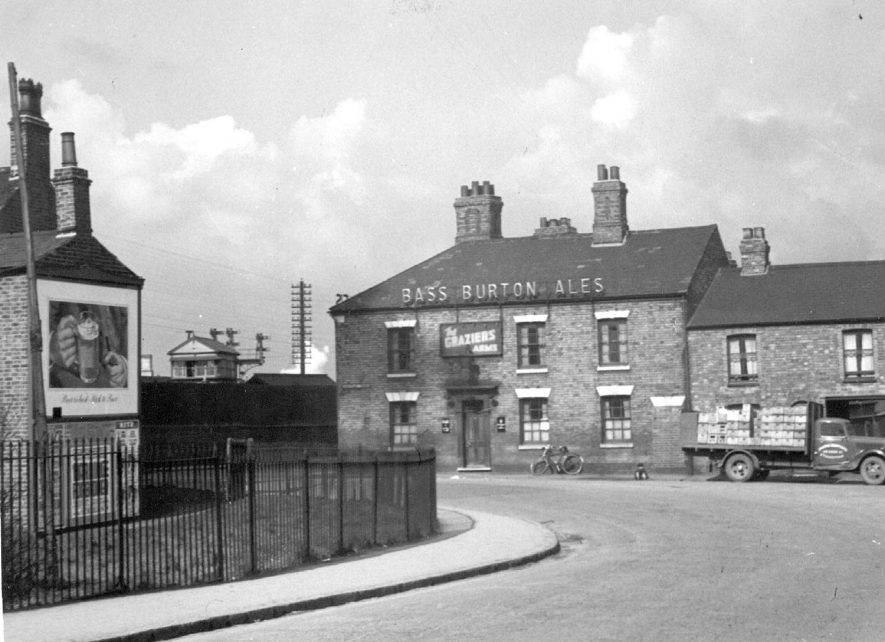 Weddington Terrace, Nuneaton.  The Graziers' Arms public house with delivery lorry outside.  1930s |  IMAGE LOCATION: (Nuneaton Library)