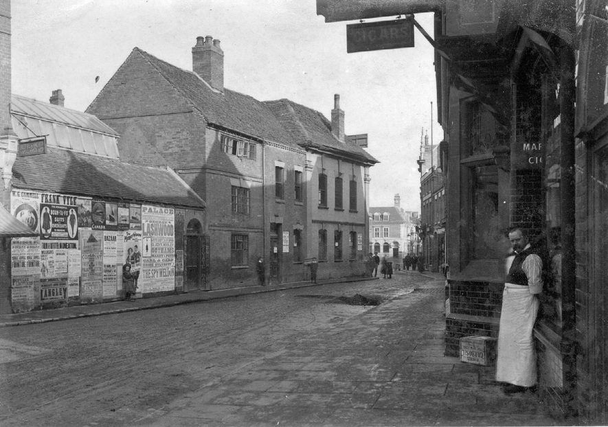 Looking from Queens Road toward Market Place, Nuneaton.  1900s |  IMAGE LOCATION: (Nuneaton Library)