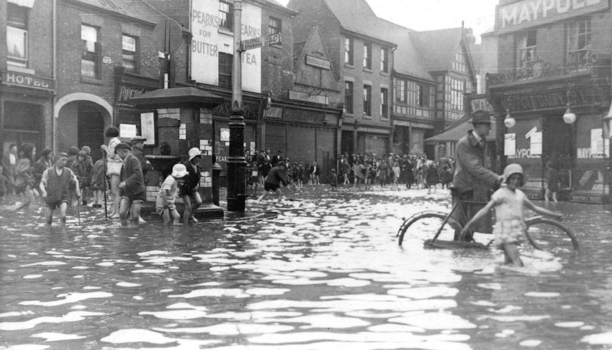 Flooding in Nuneaton Market Place and Queen Street.  May 22nd 1932 |  IMAGE LOCATION: (Nuneaton Library)