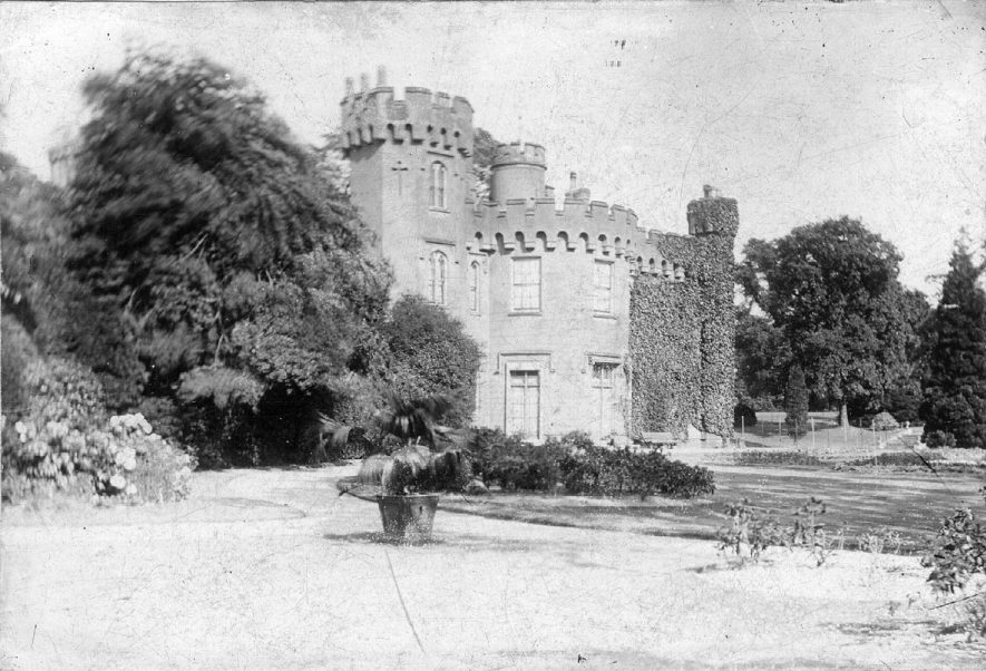 Weddington Hall (Weddington Castle) near Nuneaton.  1900 |  IMAGE LOCATION: (Nuneaton Library)