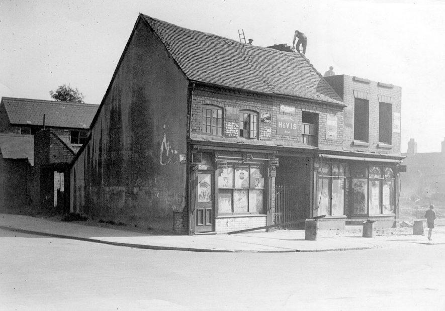 Demolition in progress at Abbey Street/Newtown Road, Nuneaton.  1930s |  IMAGE LOCATION: (Nuneaton Library)