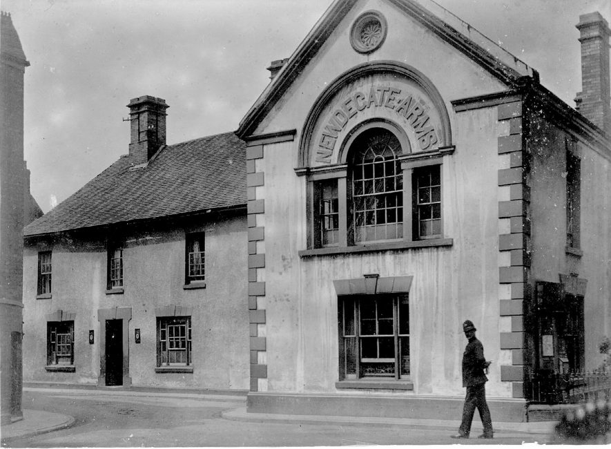 Newdegate Arms public house, with policeman outside, Nuneaton.  1900s |  IMAGE LOCATION: (Nuneaton Library)