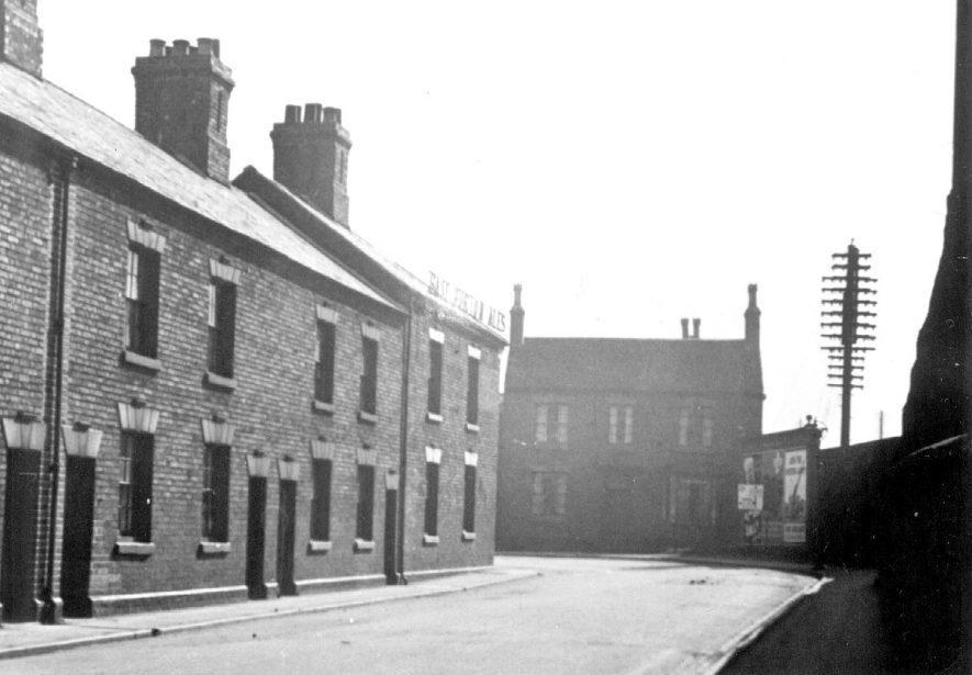 Housing in Weddington Terrace.  The Graziers Arms to the left.  Trent Valley station behind buildings on the right.  1910s |  IMAGE LOCATION: (Nuneaton Library)