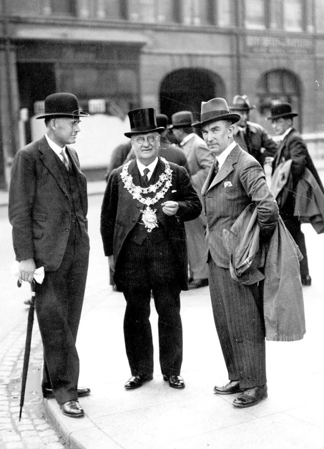 Alderman Smith, centre, with Francis Newdegate on the left.  1930s |  IMAGE LOCATION: (Nuneaton Library) PEOPLE IN PHOTO: Smith, Ald, Smith as a surname, Newdegate as a surname