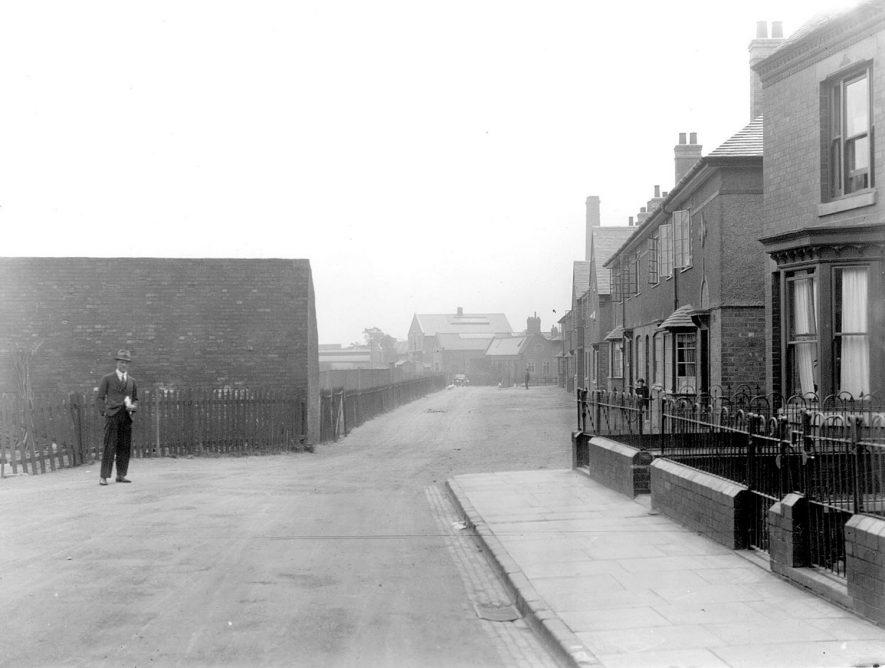St Mary's Road, Nuneaton.  1928 |  IMAGE LOCATION: (Nuneaton Library)