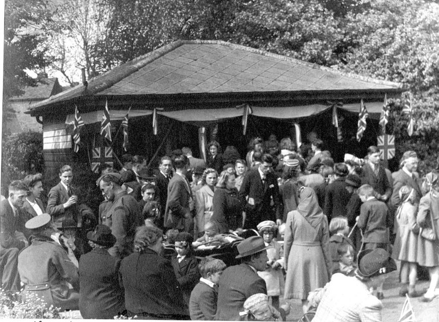Crowd of people taking refreshments in Riversley Park, Nuneaton, during V.E. celebrations.  May 8th 1945 |  IMAGE LOCATION: (Nuneaton Library)