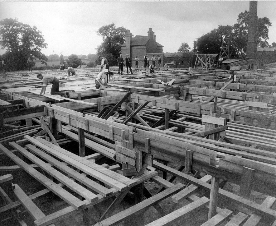 Construction of a ferro-concrete reservoir at Nuneaton Waterworks.  1906 |  IMAGE LOCATION: (Nuneaton Library)