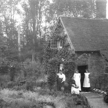 Ashow.  Avon Cottage