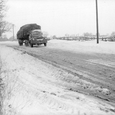 Bramcote.  Lorry approaching Bramcote Hill