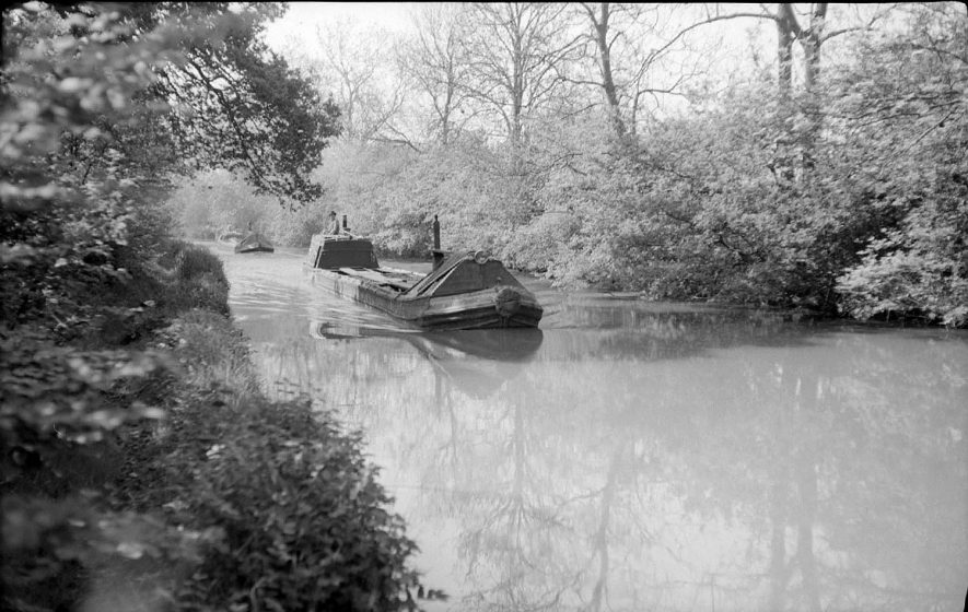 Narrow boats on the Oxford Canal at Cathiron, Near Brinklow.  May 15th 1959 |  IMAGE LOCATION: (Warwickshire County Record Office)