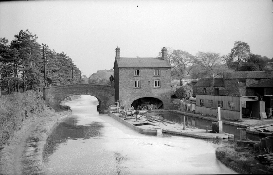 View of Coventry Canal showing bridge,  lock and lock buildings, narrow boat, Hartshill.  October 4th 1959 |  IMAGE LOCATION: (Warwickshire County Record Office)