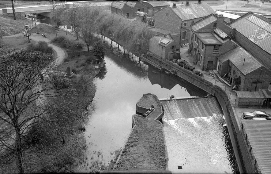 River Anker and the weir taken from the top of the Nuneaton Flour Mills, in Mill Walk.  1962 |  IMAGE LOCATION: (Warwickshire County Record Office)