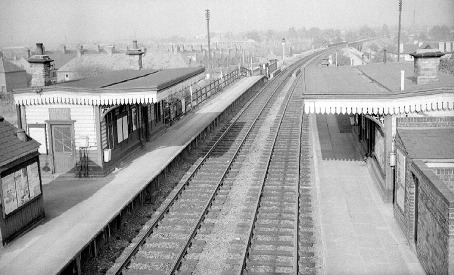 Chilvers Coton railway station looking towards the arches.  October 4th 1964 |  IMAGE LOCATION: (Warwickshire County Record Office)