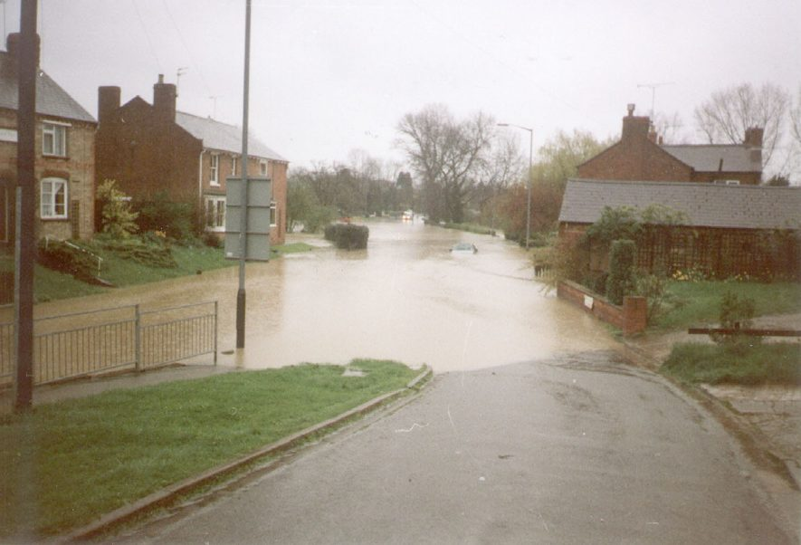 Flooding at Southam.  10 April 1998 |  IMAGE LOCATION: (Southam Library)