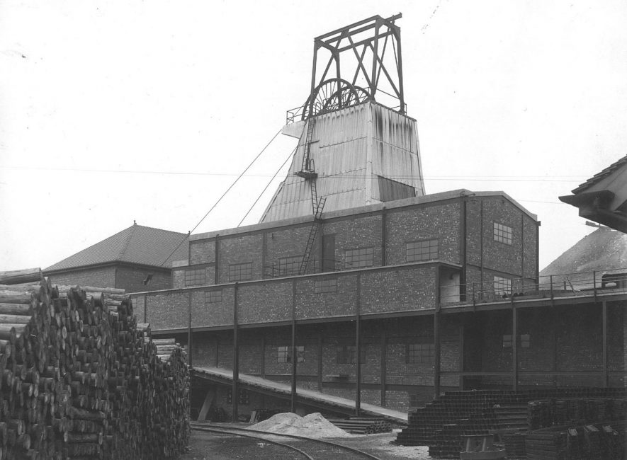 Concrete headgear showing the pit top.  1946 |  IMAGE LOCATION: (Warwickshire County Record Office)