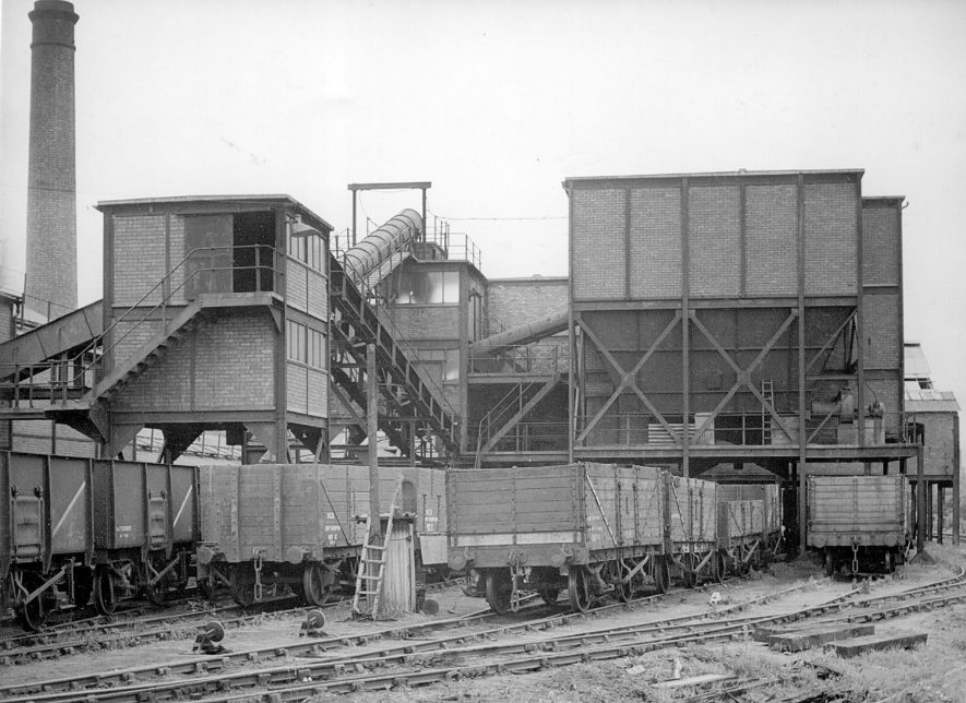 No 4 Pit dry cleaning plant.  1946 |  IMAGE LOCATION: (Warwickshire County Record Office)