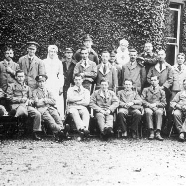 Coleshill.  Vicarage, V.A.D. Hospital, staff and patients