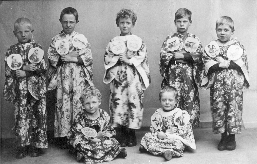 A group of children dressed as Japanese for a play, Coleshill.  1910s |  IMAGE LOCATION: (Warwickshire County Record Office)
