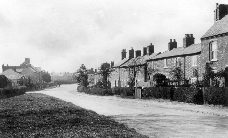 Houses in Withybrook Road, Ryton, Bulkington.  1920s |  IMAGE LOCATION: (Warwickshire County Record Office)